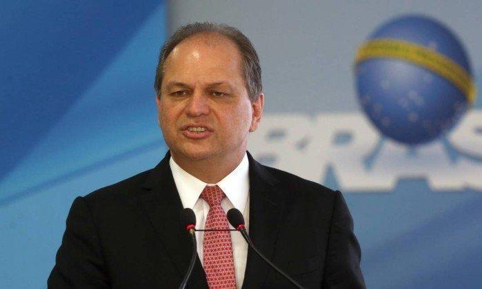 Ministro da Saúde é hospitalizado em SP após sofrer pico de pressão