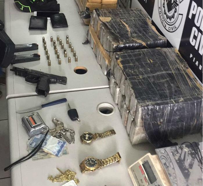 Material apreendido com o sargento da Polícia Militar (Crédito: Divulgação)