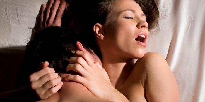 Quatro pensamentos das mulheres que sempre chegam no orgasmo