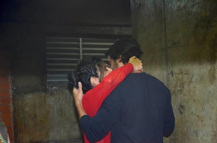 Fátima Bernades é flagrada aos beijos com namorado em apresentação