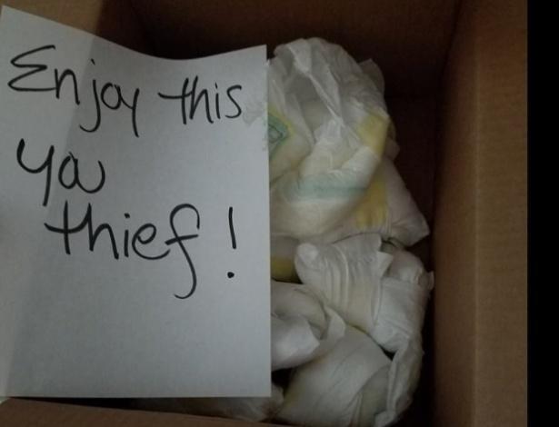 Ladrões são enganados e roubam caixa cheia de fraldas usadas