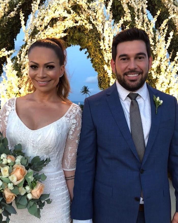 Solange Almeida se casa a beira-mar em Fortaleza