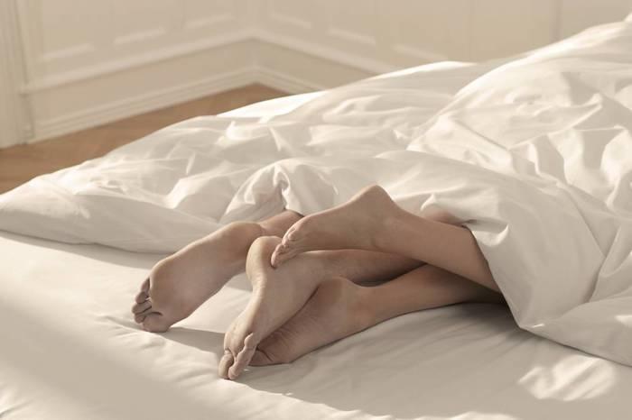 Fazer sexo antes de dormir é o melhor remédio para insônia
