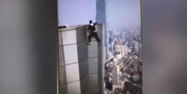 Wu Yongning caiu de um prédio de 62 andares (Crédito: Reprodução)