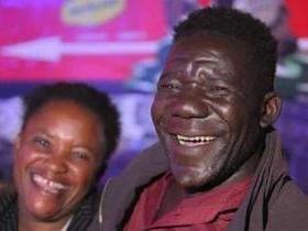 Homem mais feio do Zimbábue ganha o título pela 4ª vez seguida