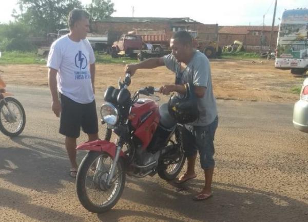 Ônibus colide com motocicleta na BR-230 no Sul do Piauí