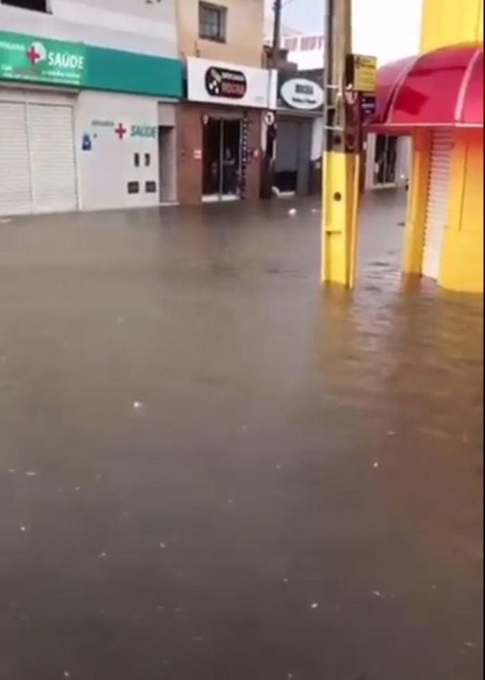 Ruas alagadas após chuva em São Raimundo Nonato (Crédito: Reprodução)
