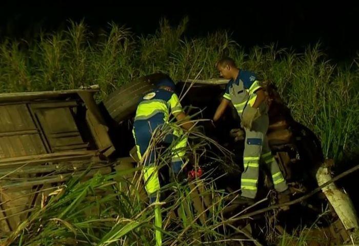 Acidente entre ônibus e caminhão deixa cinco mortos em SP