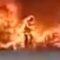 Homem vira bola de fogo após entrar em incêndio para salvar celular