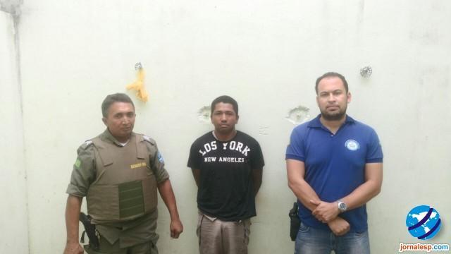 Foragido da justiça é preso com arma de fogo em Porto