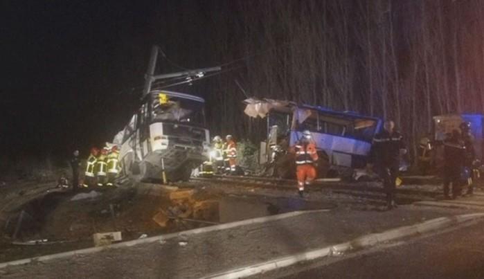 Veículos envolvidos no acidente na França (Crédito: France Bleu Roussillon/ Reuters)