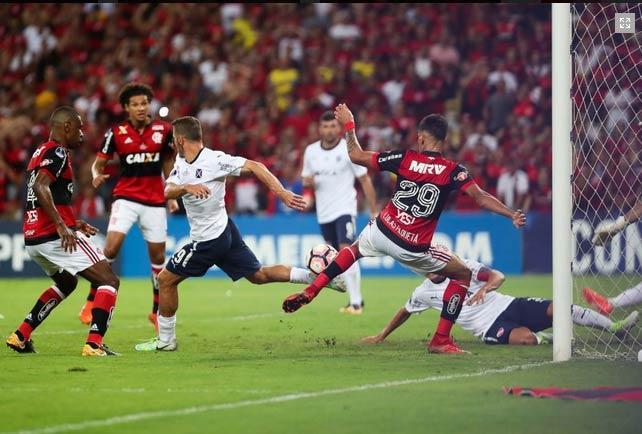 Independiente é campeão em cima do Flamengo  (Crédito: AFP)