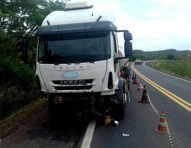 Caminhão-tanque envolvido em acidente na BR-316 em Demerval Lobão (Crédito: Reprodução)