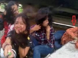 Jovem flagra em selfie momento em que amiga é atingida por trem