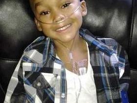 Criança passa por 13 cirurgias após mãe inventar doença rara