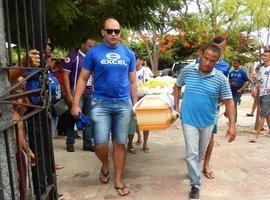 Corpo do jornalista Marcos Morais é sepultado em União
