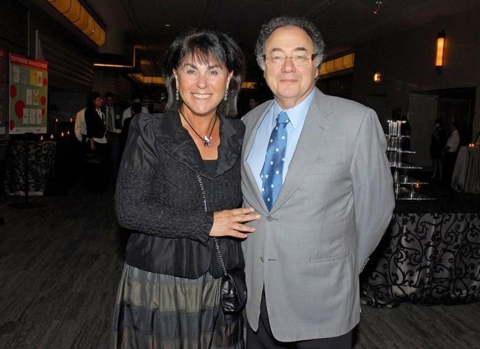 Honey e Barry Sherman, casal encontrado morto em Toronto, durante evento de caridade em 2010 (Crédito: Reuters)