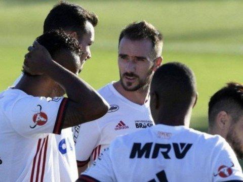 Flamengo não fará investimento alto com jogadores em 2018
