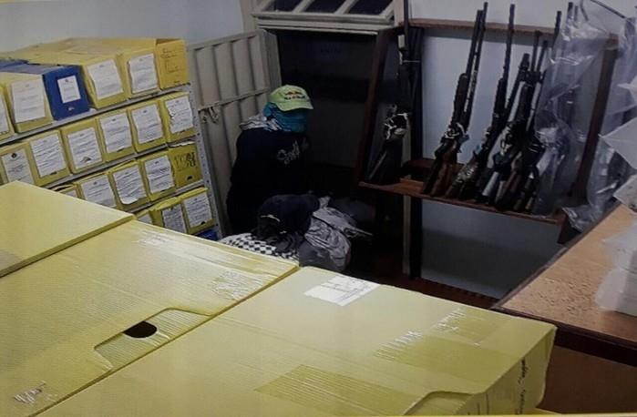 Assaltantes invadiram o prédio do Fórum de Ribeirão Cascalheira (Crédito: Reprodução)