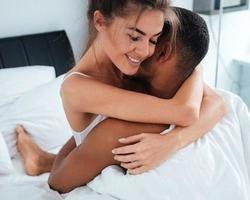 Prazer natalino: 3 dicas de como apimentar vida sexual nesta época