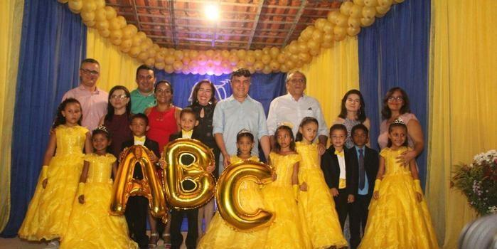 Escola Menino Jesus realiza formatura com sucesso