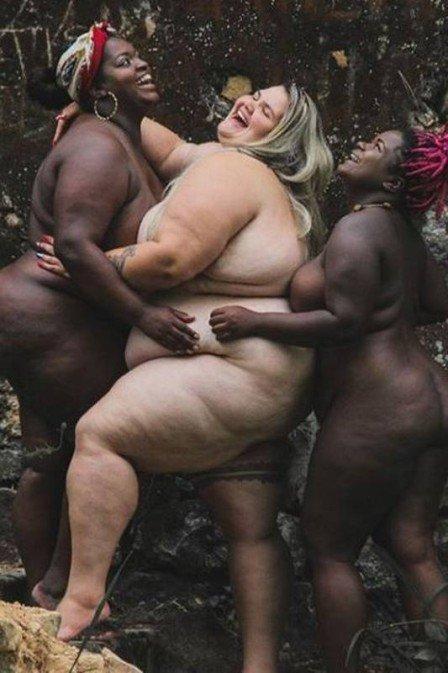 Thais Carla posa com modelos