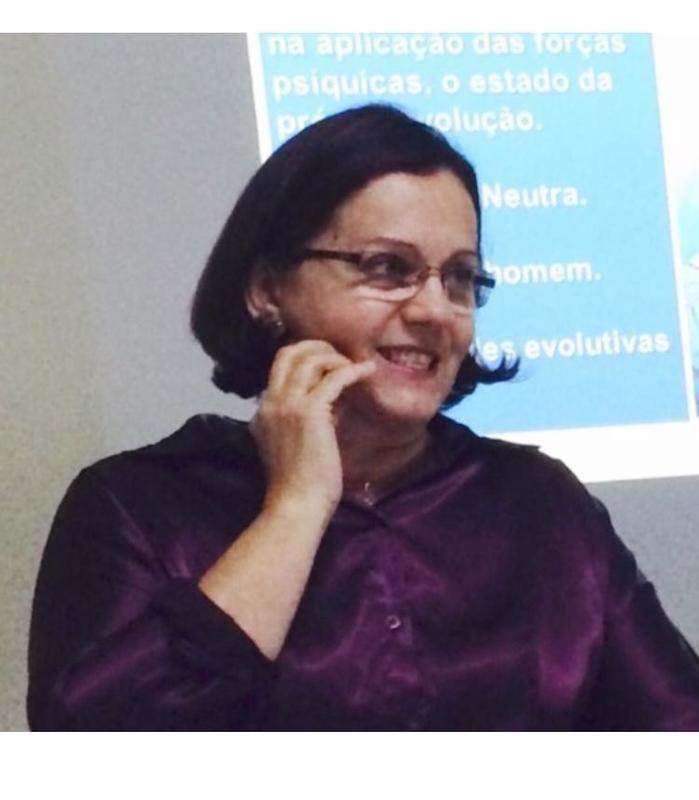 Dra. Kátia Marabuco lança livro na noite desta terça-feira
