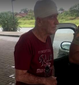 Idoso de 74 anos é agredido após estacionar carro em mercado