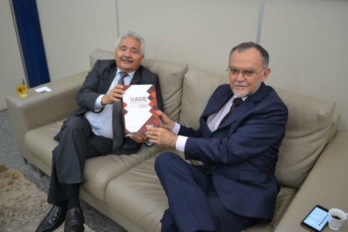 Senador ao lado do conselheiro Olavo Rebelo (Crédito: TCE-PI)