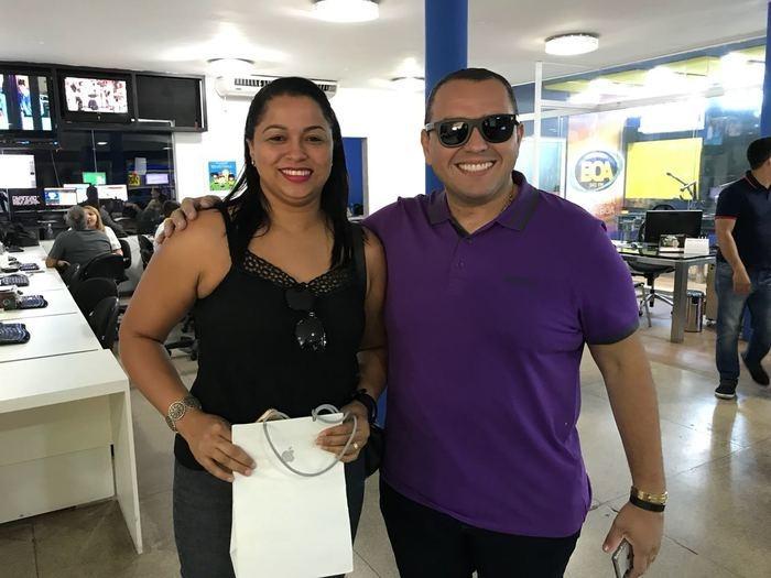 Lanne Thaís Alves e o apresentador Ieldyson Vasconcelos (Crédito: Reprodução)