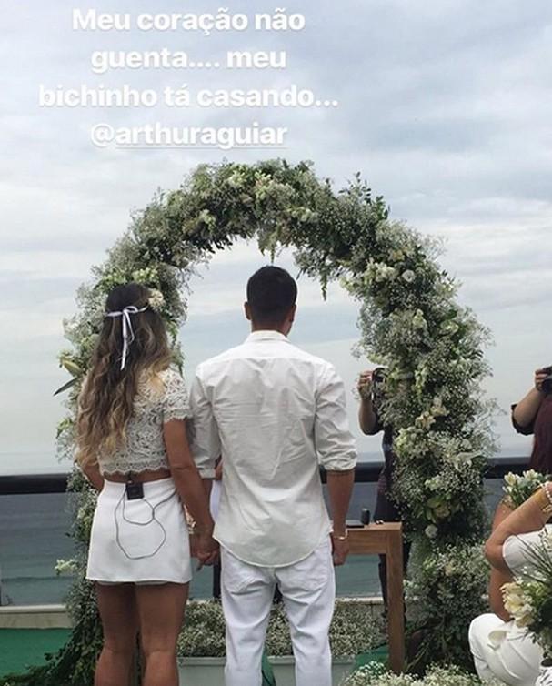 Mayra Cardi surpreende Arthur Aguiar e faz casamento surpresa