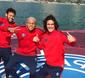 Neymar perde o tênis no mar em show de embaixadinhas no Catar