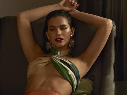 Marquezine posa sexy e desabafa: 'Não sou exemplo de perfeição'