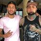 Neymar aproveita folga em Santos para fazer novas tatuagens