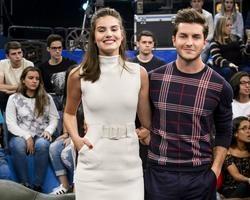 "Camila Queiroz sobre casamento:""Festa para a família e amigos"""