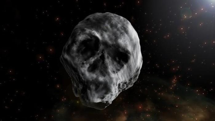 Por ter sido observado na época do Dia das Bruxas e ter semelhança com caveira, o corpo celeste foi chamado de Asteroide do Halloween  (Crédito:  Ilustração: J.A.Peñas/Sinc)