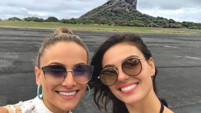 Solteira, Isis Valverde viaja com amiga para Fernando de Noronha