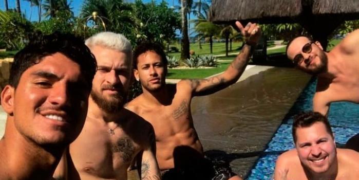 Neymar, Medina e Lucas Lima chegam à Bahia para curtir o réveillon