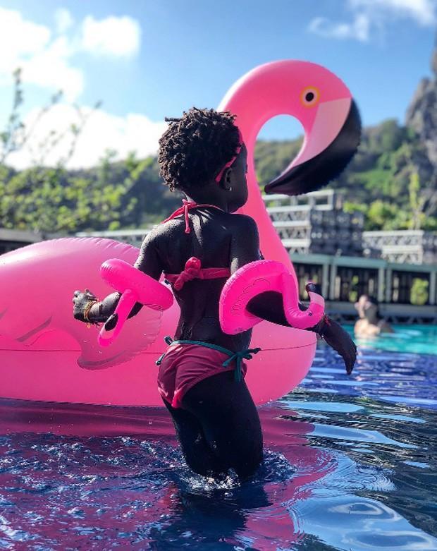 Titi se diverte em piscina  (Crédito: Reprodução/ Intagram)