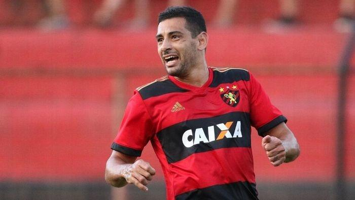 Diego Souza com a camisa do Sport (Crédito: Gazetta Press)