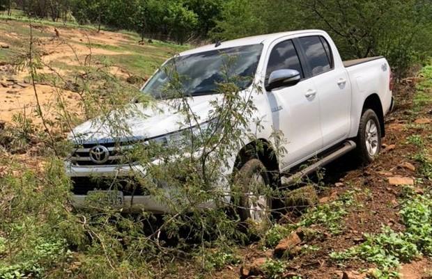 Prefeita perde controle de veículo e invade matagal na PI-375