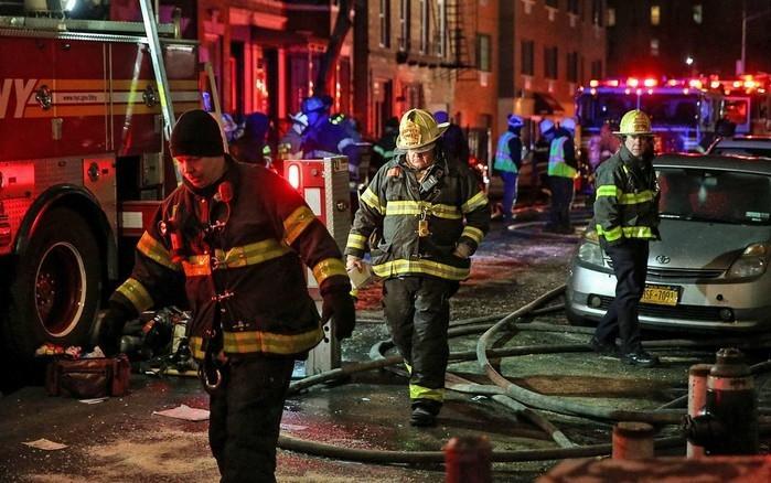 Incêndio em prédio residencial de Nova York deixa 12 mortos