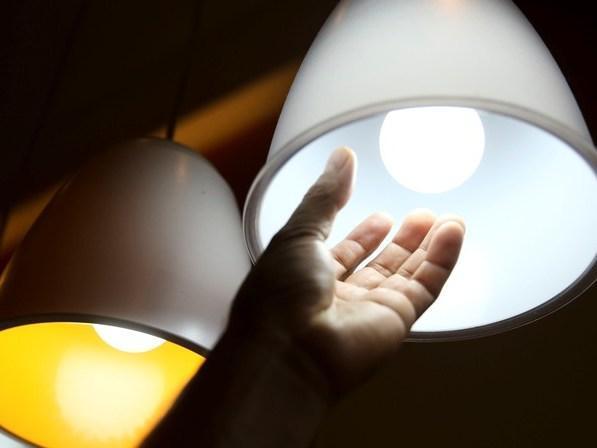 Contas de energia não terão cobrança extra em janeiro, diz Aneel