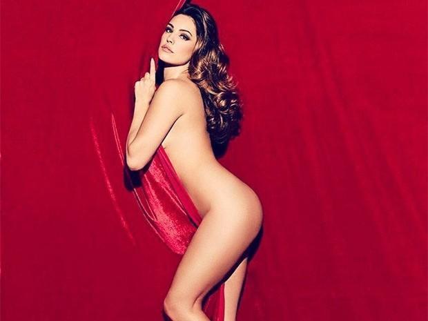 """Modelo britânica do """"corpo perfeito"""" posta foto completamente nua"""