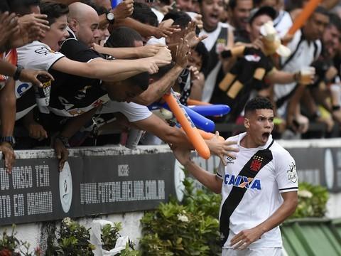 Vasco bate Ponte Preta em São Januário lotado e vai à Libertadores