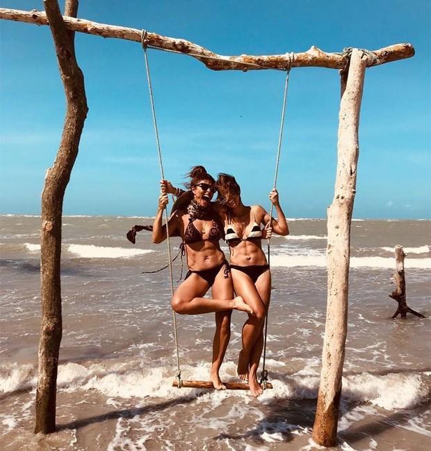 Juliana Paes e amiga (Crédito: Reprodução)