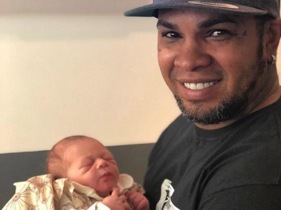 """Ex-vocalista de """"OsTravessos"""", Rodriguinho, é avô pela 1ª vez"""