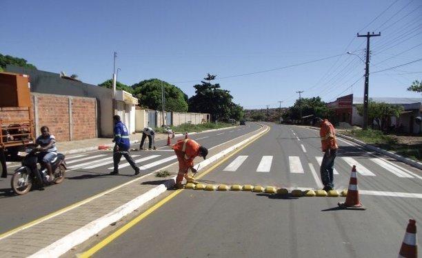 Detran conclui sinalização viária na cidade de Esperantina (Crédito: Ascom)