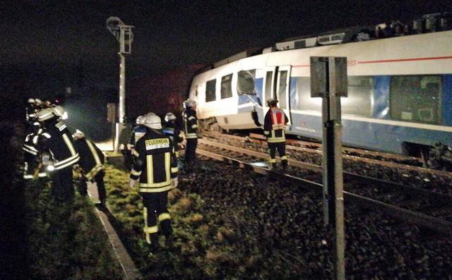 Colisão entre trens na Alemanha (Crédito: Reprodução/Twitter/FWMeersbusch)