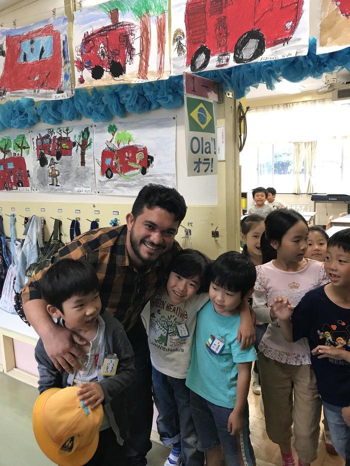 Diretor geral, Vilton Soares, durante visita em escola no Japão
